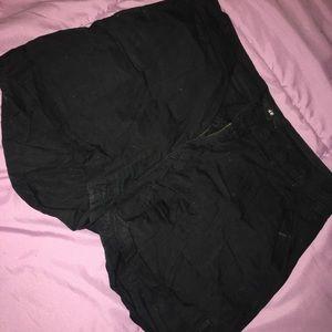 black H&M shorts ✨🖤